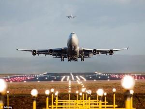 Льотчики закликають вивчати можливі наслідки зіткнень літаків з дронами